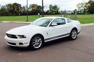 Whitepony :: 2011 Ford Mustang V6 Premium Coupe with Pony Packag