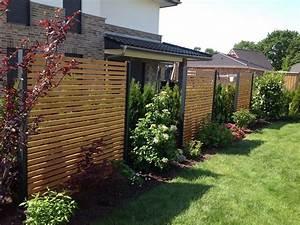Design sichtschutz halbdurchlassig aus metall holz for Terrassen sichtschutz aus holz