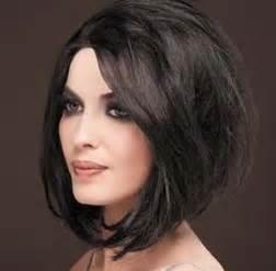 coupe de cheveux pour visage ovale coiffure femme visage rond