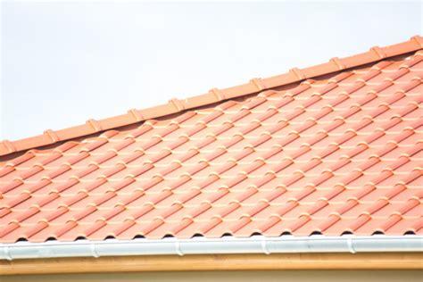 Wie Lange Halten Dachziegel by Dachziegel Aus Ton Excellent Bild Vergrern With