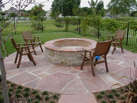 patio with pit bbq hottubfireplace
