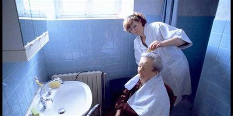toilette mortuaire a domicile les aides soignantes vont assurer une partie des soins infirmiers 224 domicile la libre be