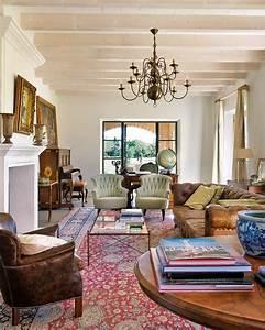 61 best oriental rug decor images on pinterest living for Red persian carpet living room