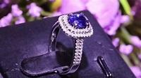 藍寶石鑽石戒指 - YouTube