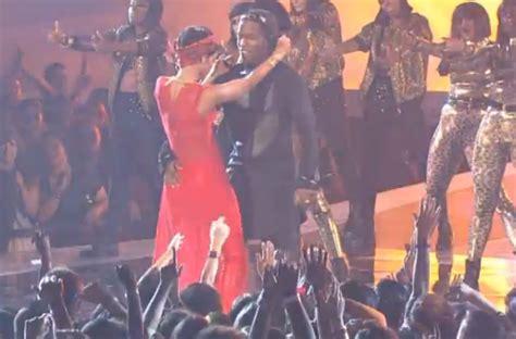 [video] Rihanna Brings 'cockiness' & A$ap Rocky To Vma