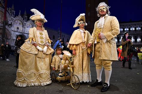 best costumes venice carnival 2017 best costumes and masks at this year s carnevale di venezia