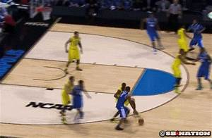 Aaron Harrison hits the same shot from the same spot to ...