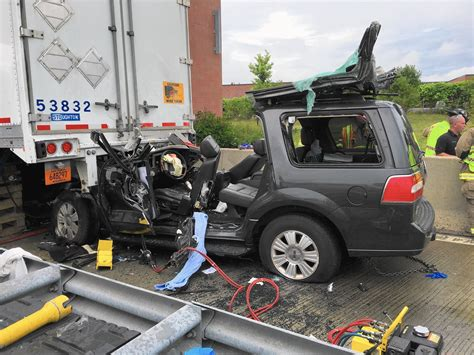 3 Injured In Suv-semi Crash In Elgin