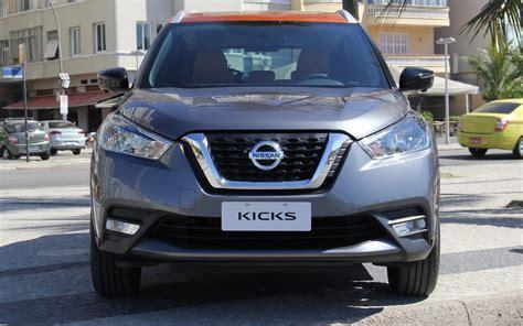 Kia Nissan by Comparison Nissan Kicks Sr 2018 Vs Kia Niro Touring