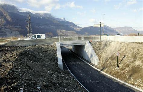 h et h egreve is 232 re sud sur le pont barrage on y roule en voiture