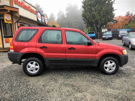 ford escape fwd  km  sporty roof rack