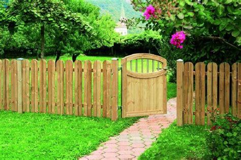 back fence ideas 34 modelos de cerca de madeira passo a passo de como fazer