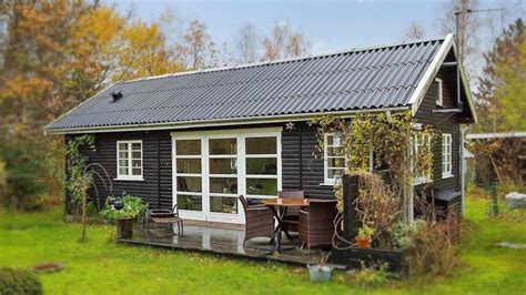 Small Cottage by Amazing Tiny Cottage Black And White Summerhouse