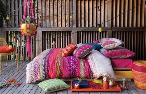 cuisine coloree parure de lit créant une ambiance colorée et printanière