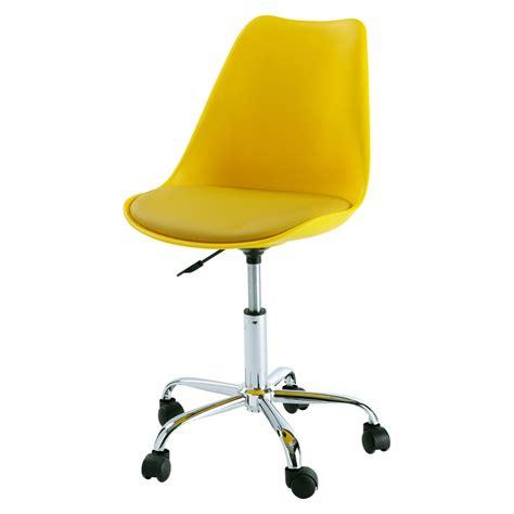 chaise de bureau jaune chaise de bureau à roulettes jaune bristol maisons du monde