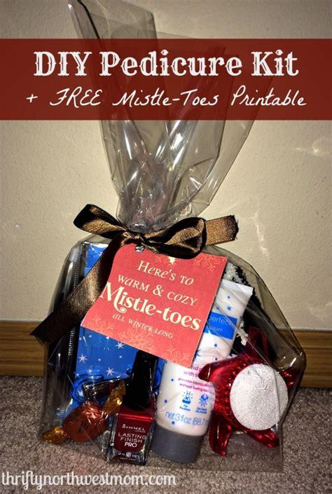 diy pedicure kit  mistle toes printable tag easy