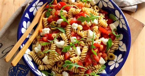 comment cuisiner le poulet recette salade de pâtes comme en italie en pas à pas