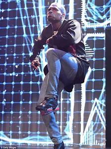 Chris Brown kicks off Between The Sheets Tour in Florida ...