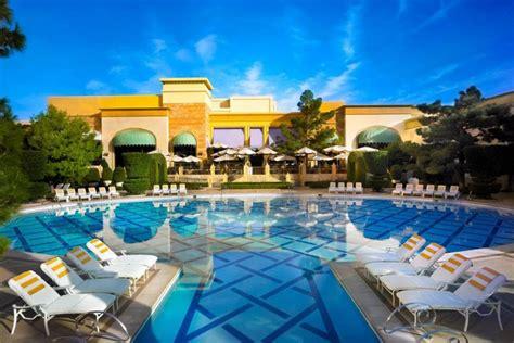 glamourus hotel pools  las vegas