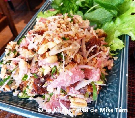 cuisine laotienne laos nem thadeua ou salade de riz croustillant et de som