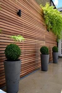 sichtschutz und luftiger zaun in eins lamellenwand aus With französischer balkon mit zaun garten modern
