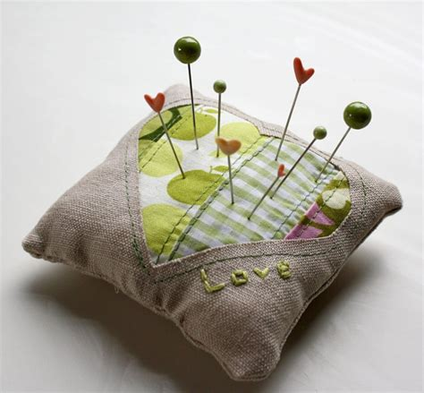 Free Pattern & Tutorial  Sweetheart Pincushion By Jessica