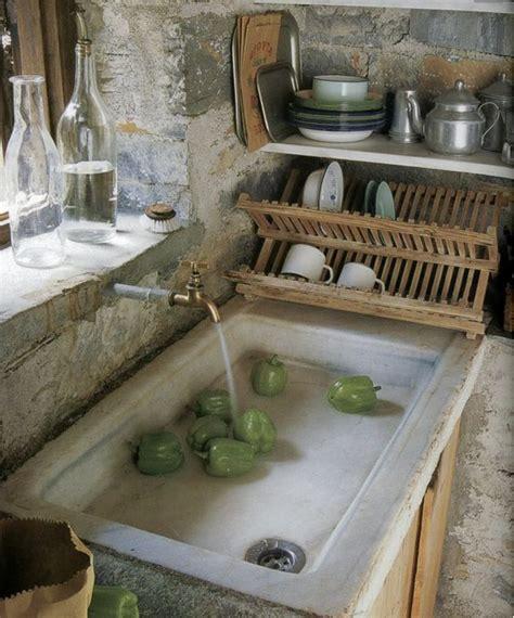 lavelli in pietra usati i lavelli della cucina in pietra per un angolo cottura shabby