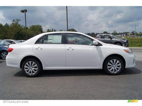 2013 Toyota Corolla Le white 2013 toyota corolla le exterior photo