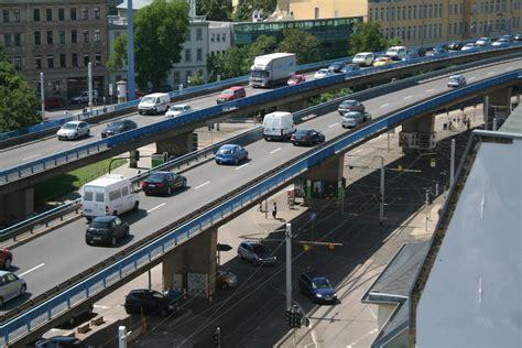 Neue Hochstraße Berlin by Saale 252 Berg 228 Nge Als Engpass Stadt Saniert Hochstra 223 E Und