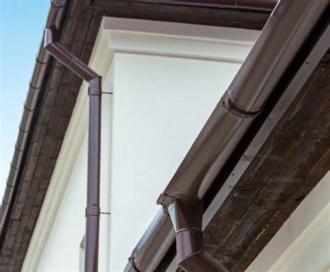 dachrinne montieren zink dachrinne kupfer alt haus deko ideen