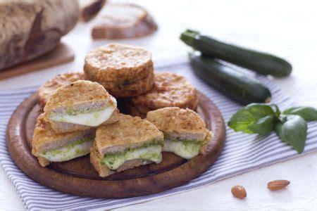 ricette mozzarella in carrozza al forno mozzarella in carrozza al verde con pesto di zucchine e