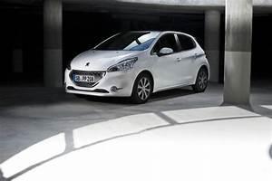 Park Assist Peugeot : 208 sondermodell intuitive als erstes peugeot modell mit park assist ~ Gottalentnigeria.com Avis de Voitures