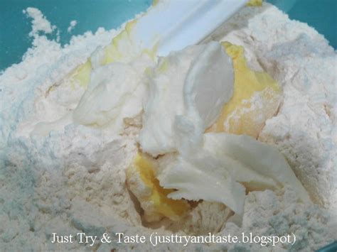 Contact resep pastel on messenger. Resep Pastel Pastry Bumbu Kari - Garing & Renyah! | Just Try & Taste