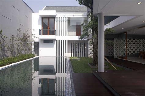 desain rumah mewah  lantai  kolam renang interior