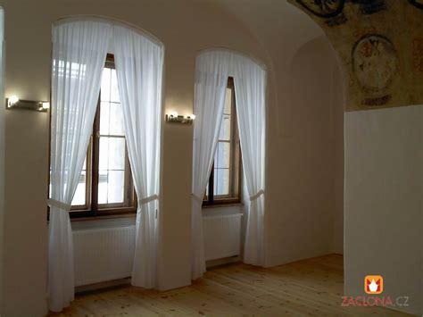 Gardinen Für Lange Schmale Fenster by Hohe Und Schmale Fenster Im Palast Heimtex Ideen