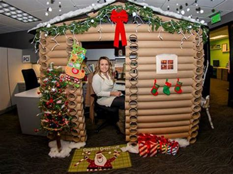 minneapolis woman transforms her cubicle into a christmas log cabin abc news