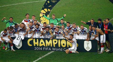 Nach 5 weltmeisterschaften gibt es also fünf sterne. Die deutsche Fußball-Nationalmannschaft: Weltmeister für ...