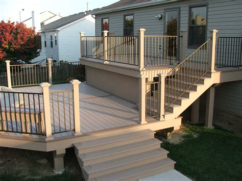 V510 Vinyl Railing With Turned Vinyl Balusters