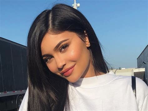 Kylie Jenner is Now World's Youngest Billionaire ...