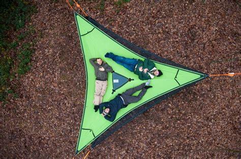 la repubblica l amaca sospesi nel bosco in ceggio con la tenda amaca