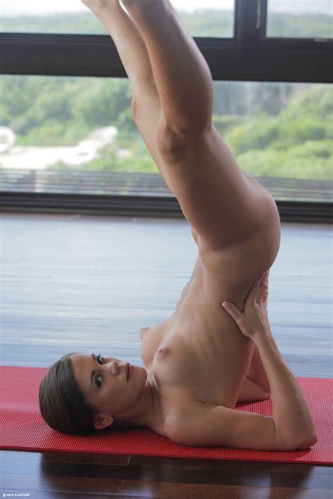 Doing Yoga 7087