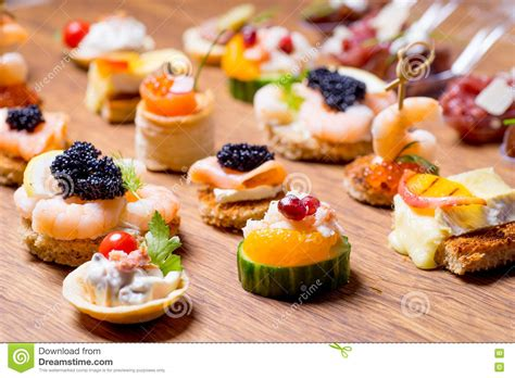 canapé d apéritif sélection exquise d 39 apéritif de luxe photo stock image