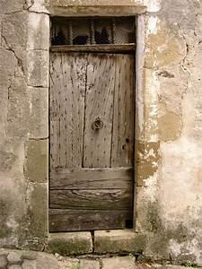 porte en bois ancienne atlubcom With déco chambre bébé pas cher avec plantes fleuries mediterranéennes