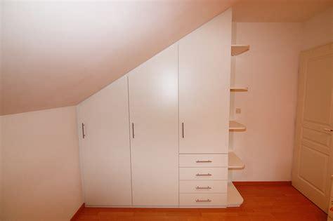 placard intégré chambre conception et installation de placard sous pente à annecy