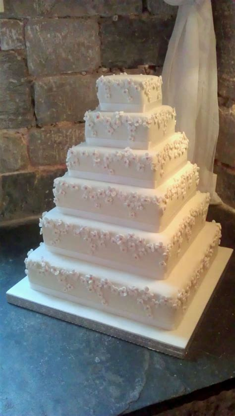 contemporary wedding cakes gallery divine wedding cakes