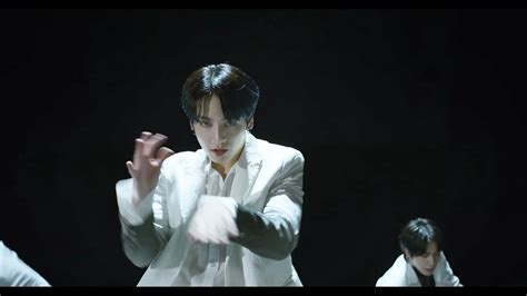 Aug 18, 2019 · additionally, bts featured the mn dance company in their black swan art film, and the lab dance crew and blue devils drumline in their music video, song, and performances of on. BTS Black Swan MV Screencaps and who's who - K-Pop ...