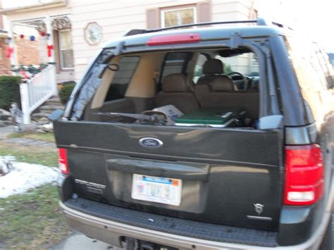 ford explorer rear windshield blew   complaints