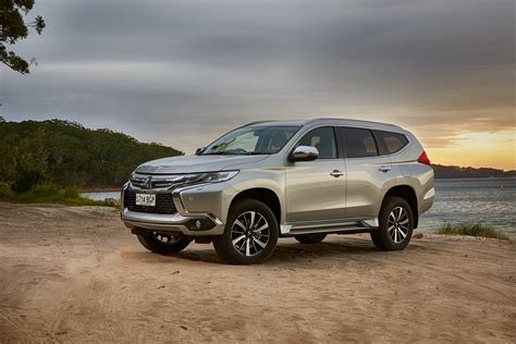 It is available in 5 colors, 6 variants, 2 engine, and 2 transmissions option: 2016 Mitsubishi Pajero Sport Review | CarAdvice