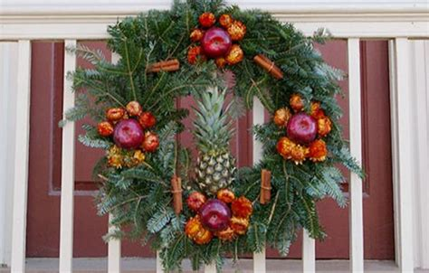 wreaths  colonial williamsburg   house