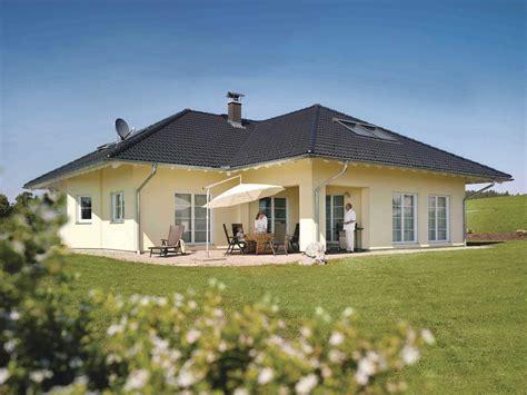 Weber Fertighaus Bungalow bungalow zum wohlf 252 hlen weberhaus musterhaus net